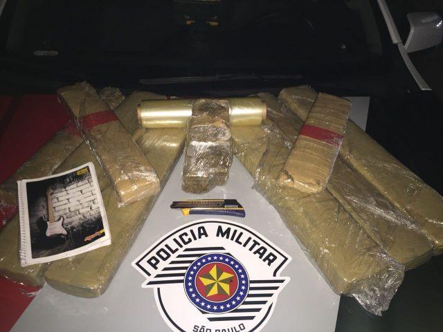 Policiais Militares do 5°BPM/I prendem dois indivíduos por tráfico de drogas no bairro Quinta das Frutas em Taubaté/SP Foto: Divulgação
