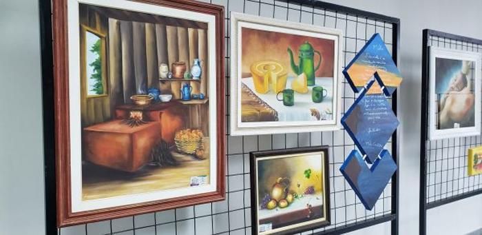 Saguão da Prefeitura de Pindamonhangaba recebe exposição de artes plásticas - Vale News