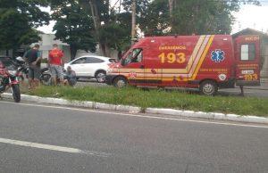 Acidente entre carro e moto deixa uma pessoa ferida na Avenida John Kennedy em Taubaté Foto: Vale News Taubaté